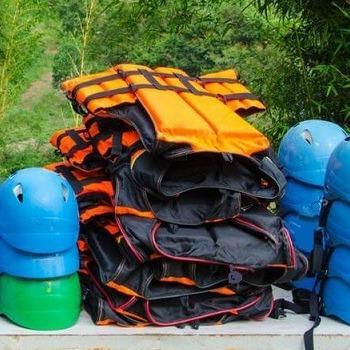 Шлемы и спасательные жилеты