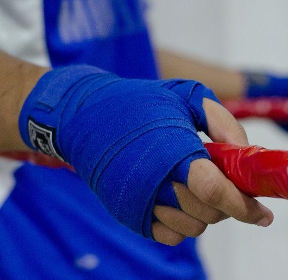 Перчатки и бинты для Тайского бокса